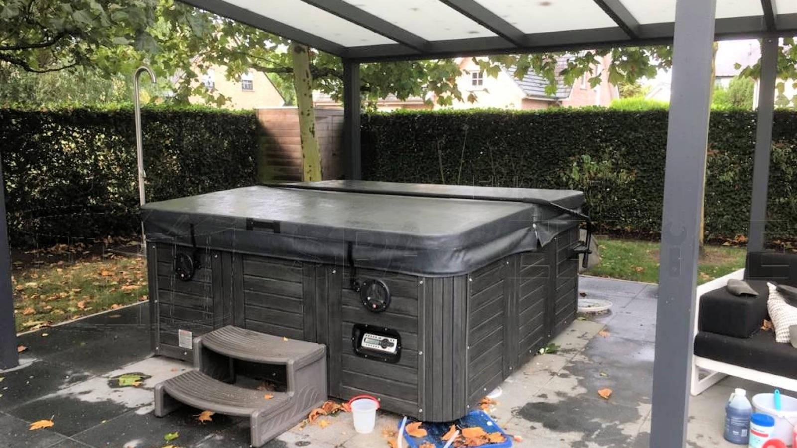 Reparatie lekkage aan een Platinum Carolina spa in Temse België