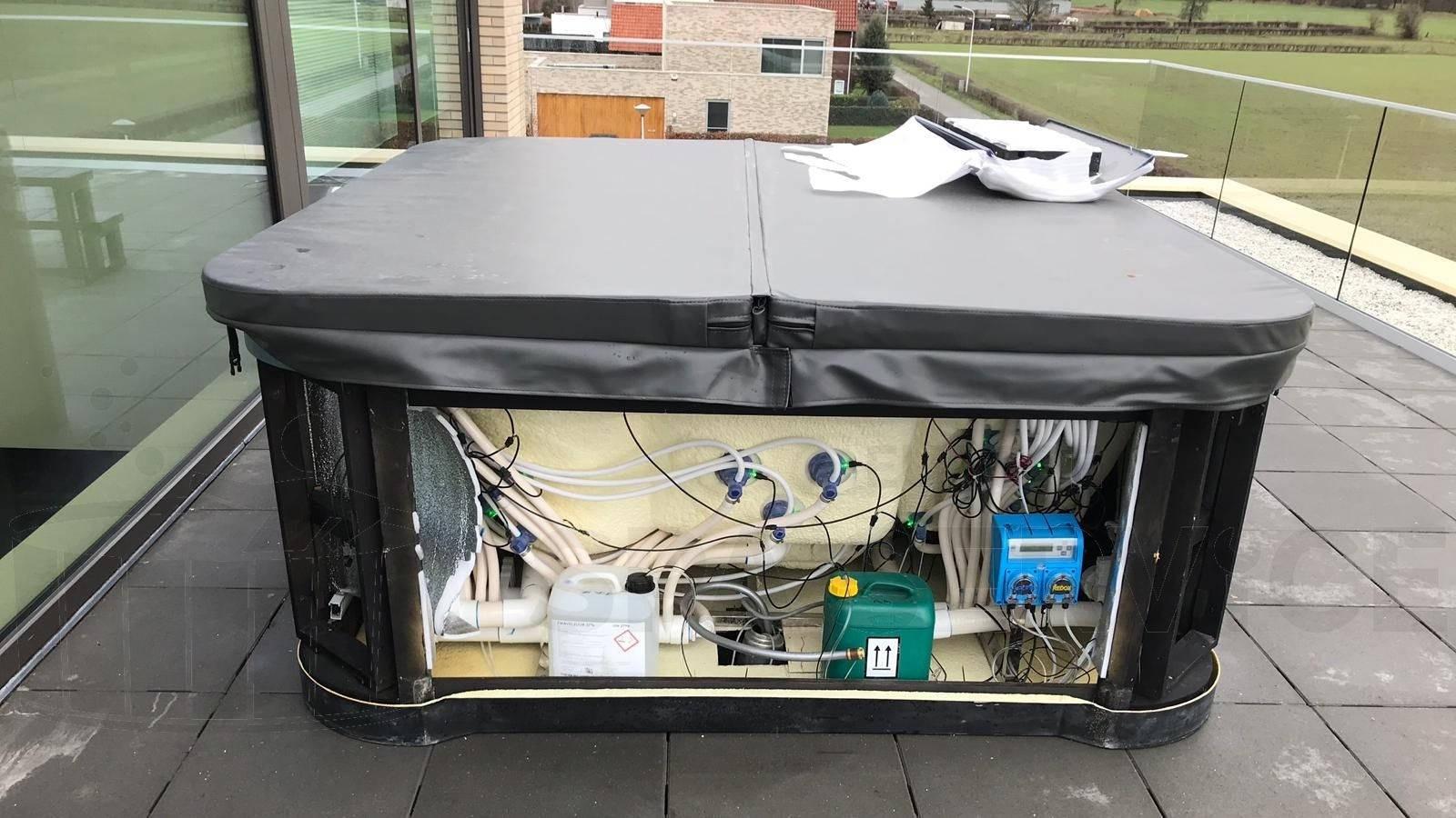 Waterbehandelingssysteem ingebouwd in een EOSPA IN-594 premium spa in Maastricht
