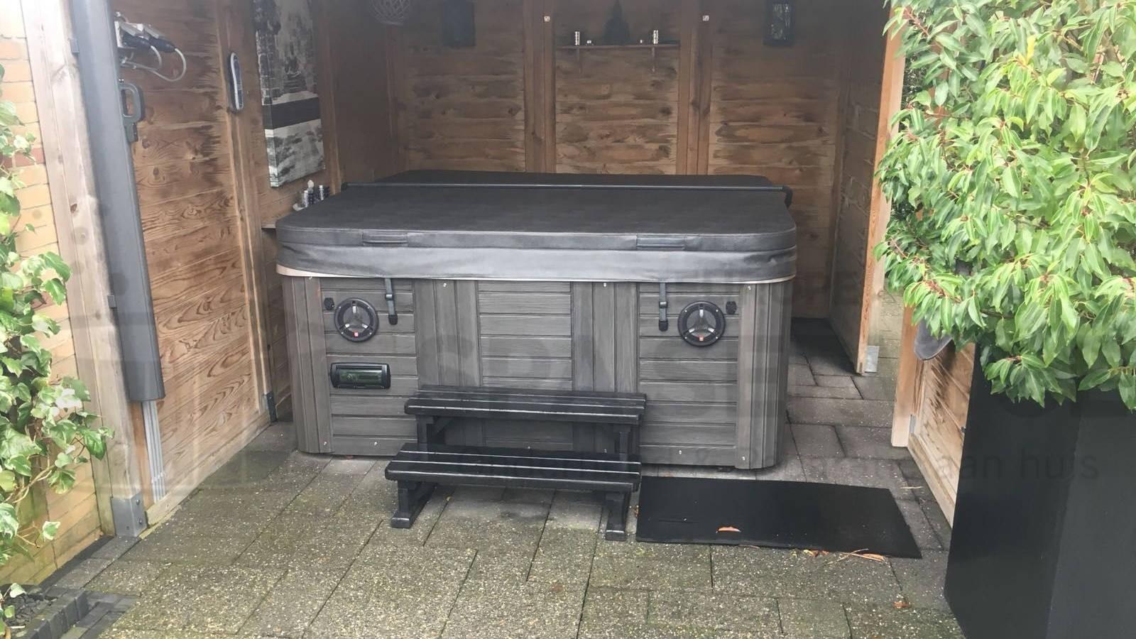 Ozonator vervangen en algehele controle van een Platinum Carolina spa in Oud Gastel