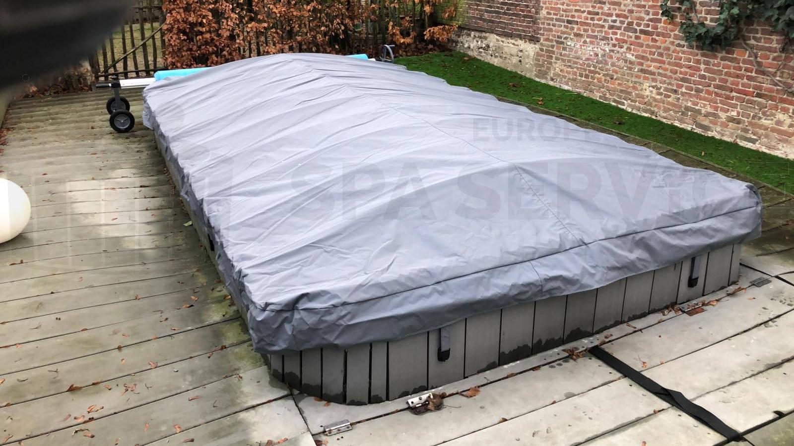 Plaatsing van een roll cover op een zwemspa in Antwerpen België
