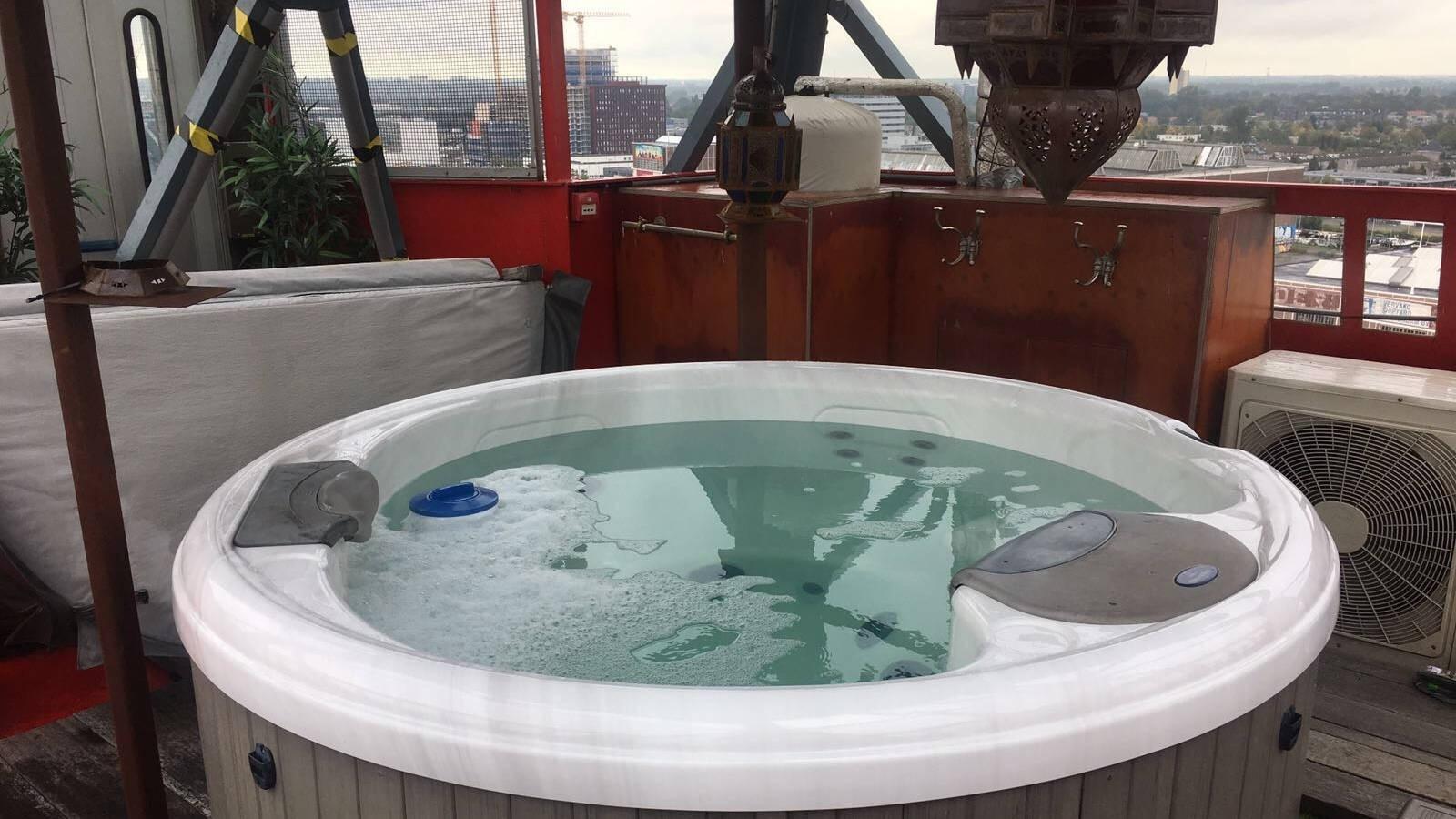 Bedieningsdisplay vervangen in een Villeroy & Boch spa in Amsterdam
