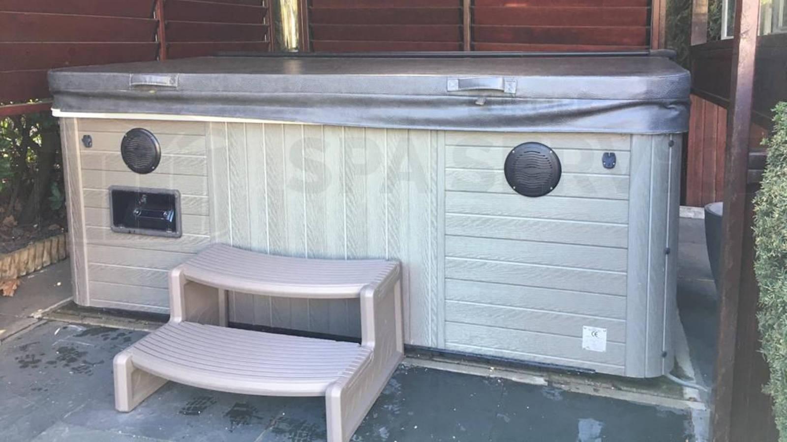 Algemeen onderhoud en ozonator vervangen van een Master spa Down East Westbrook SE in Kerkdriel