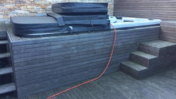 Algemeen onderhoud en ozonator vervangen van een zwemspa in Kruibeke België