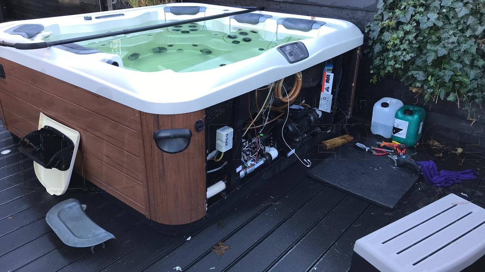 Waterbehandelingssysteem ingebouwd in een Villeroy & Boch A7L spa in Loosdrecht