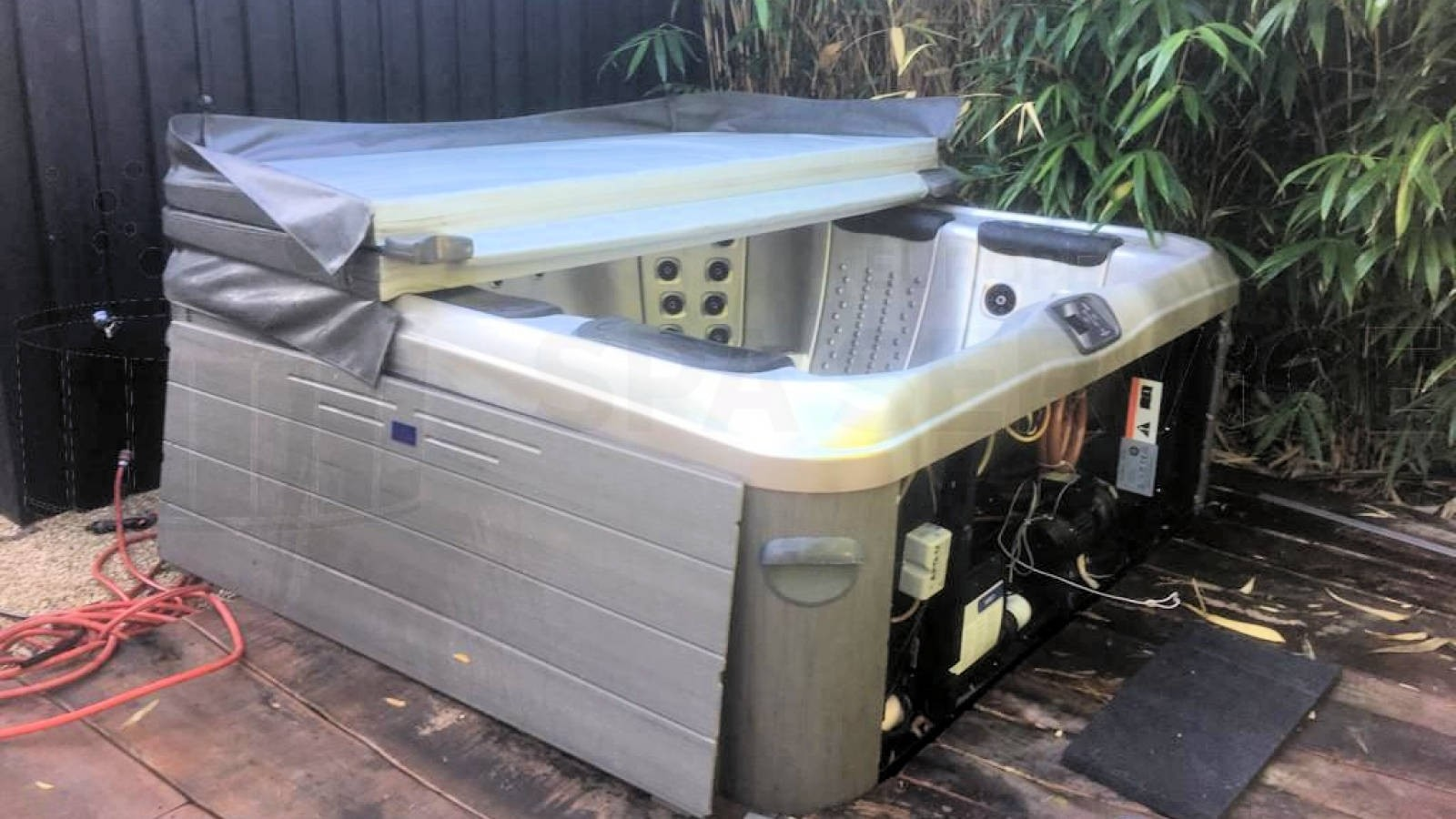 Reparatie van een lekkage aan een Villeroy & Boch A7LE spa in Laren