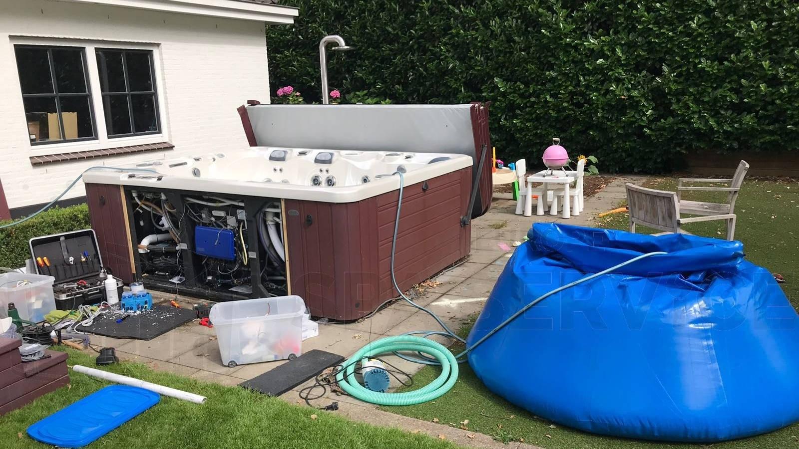 Inbouw automatisch waterbehandelingsysteem in een Caldera Utopia spa in Huizen