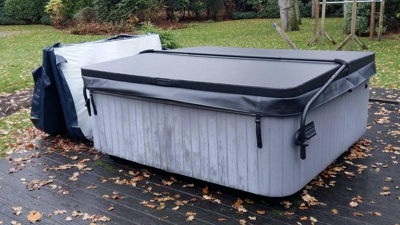 Nieuwe spa cover en coverlift gemonteerd op een Jacuzzi Santorini J-Spa 20\2 in Wassenaar