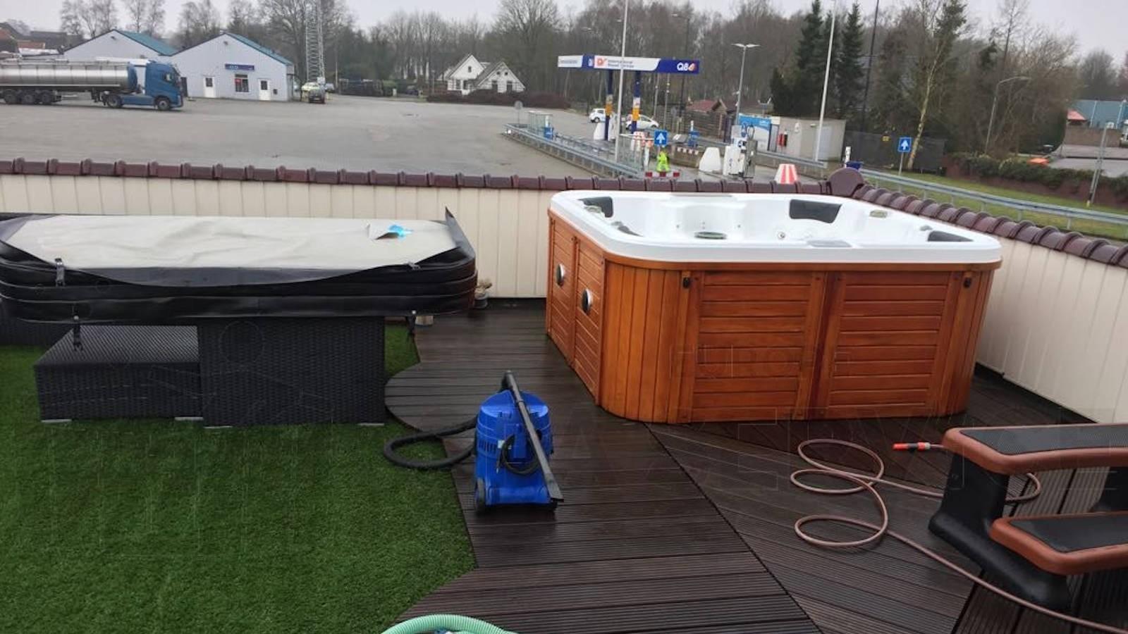 Schoonmaakbeurt van een Chinese spa in Klazinaveen
