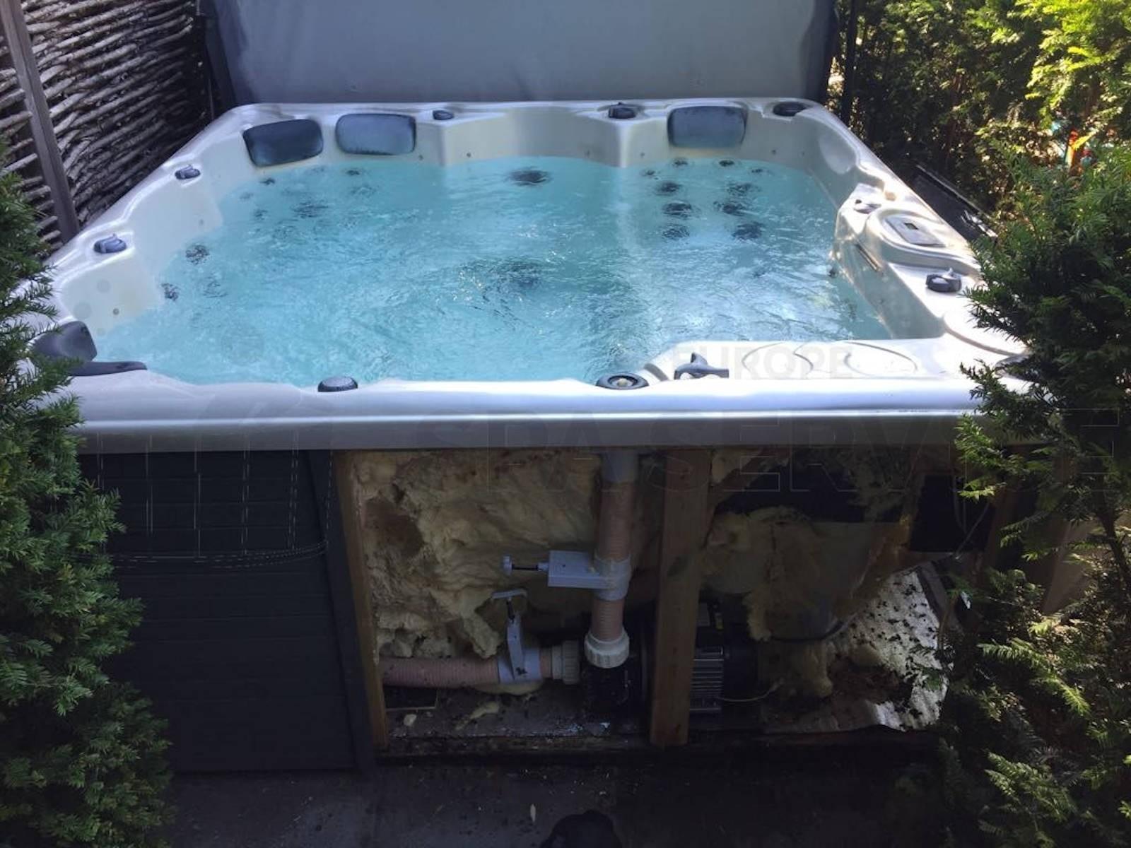 Groot onderhoud aan een Sunspa Napoli spa in Heiloo