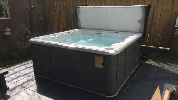 Algemeen onderhoud en ozonator vervangen van een spa in Maasluis