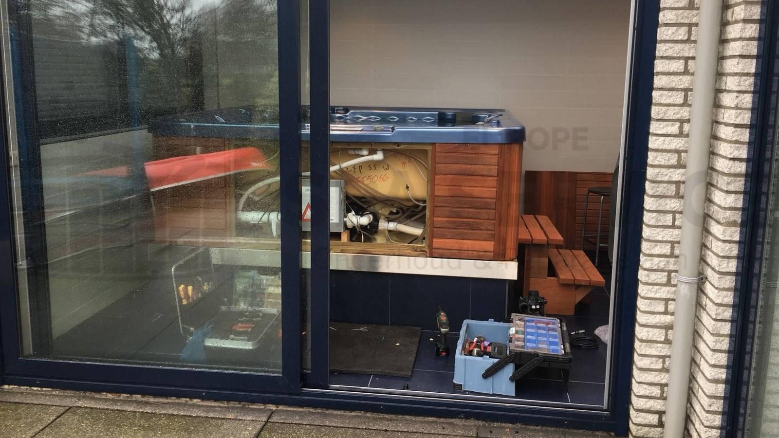 Ozonator en Circulatiepomp vervangen van een Chinese spa in Roosendaal