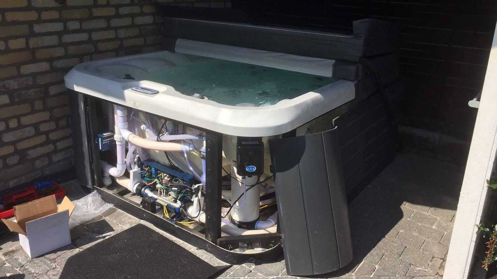 Ozonator vervangen in een Allseas spa in Essen België